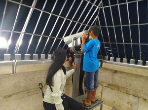 Intip Jakarta dari puncak Monas via teropong